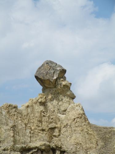 月の谷 人の顔