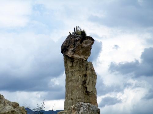 月の谷 顔の岩