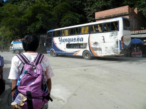 ヨロシタ ルレナバケ行き バス待ち