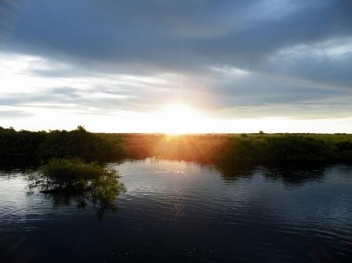 アマゾン 夕日