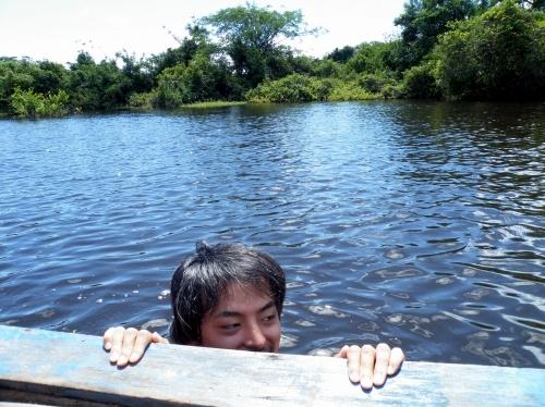 アマゾン 泳ぐ