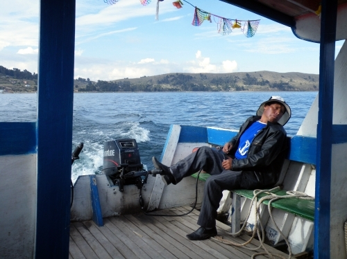 チチカカ湖 ボート 運転手