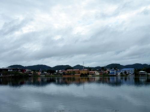 フローレス 湖