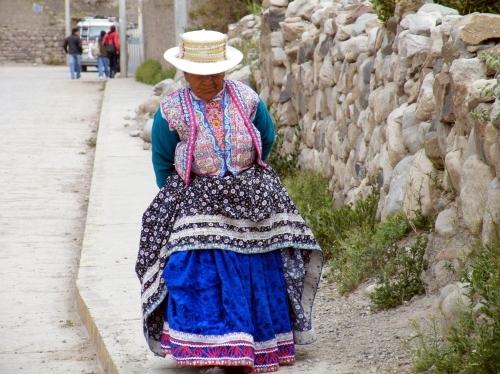 チバイ 民族衣装 おばさん