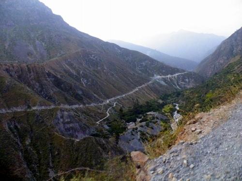 ギリギリ山道