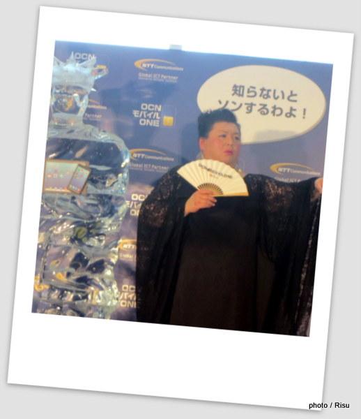 ONE モバイル ONE の化身『氷の女神(パケコ・デラックス)像』お披露目式@東京六本木ミッドタウン