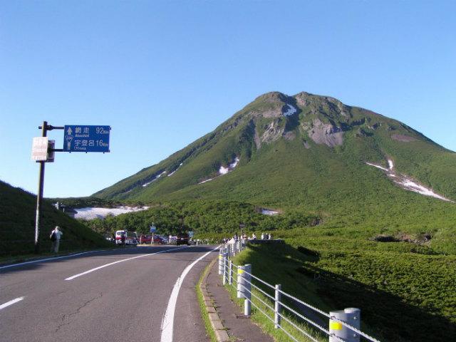 Mount_rausu_from_road334.jpg