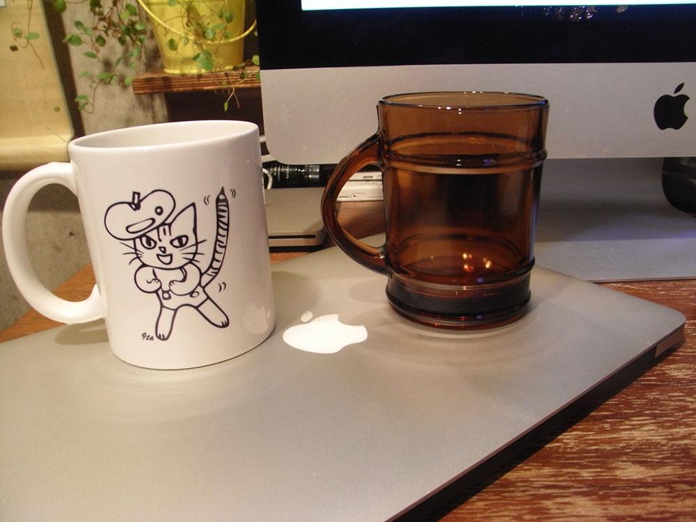 マグカップの「9ta」とファイヤーキング