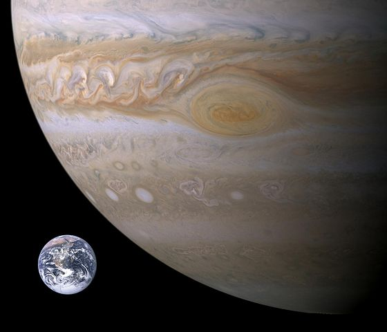 560px-Jupiter-Earth-Spot_comparison.jpg