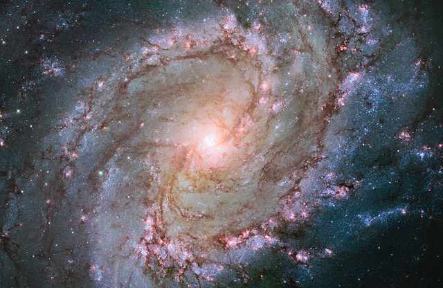 Hubble_view_of_barred_spiral_galaxy_Messier_83.jpg