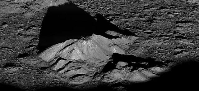 LRO_Tycho_Central_Peak1.jpg