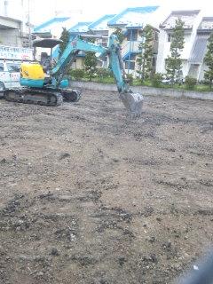 ウジャト駐車場の工事が始まる2014.5.16