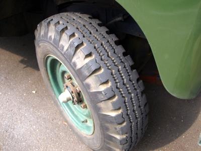 リブタグタイヤは縦溝と横溝のパターン