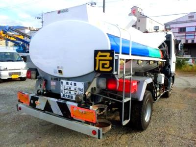 大型タンクローリーのタンク