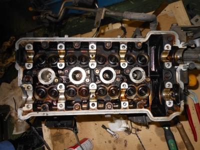 分解されるエンジン