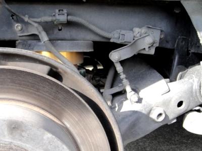 車両と車軸間のハイトセンサー