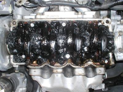 スラッジだらけのエンジン