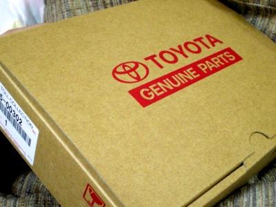 トヨタの純正品の箱