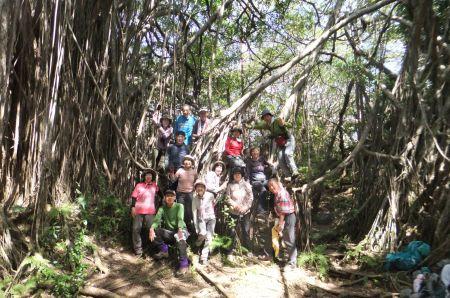 ガジュマルの森で記念撮影