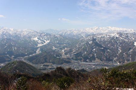 苗場山と湯沢の町