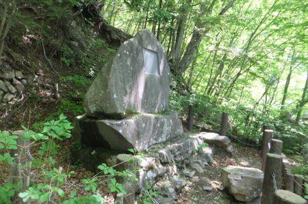 太宰治の歌碑