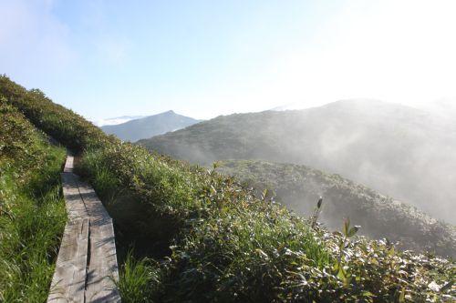 木道と乳頭山