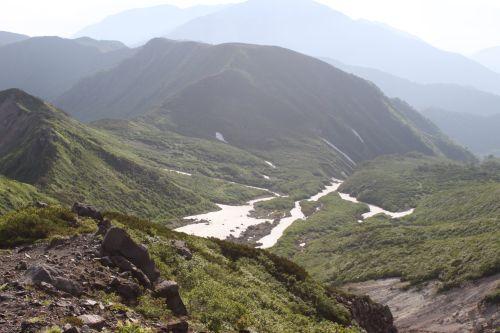 ヒルバオ雪渓を見下ろす