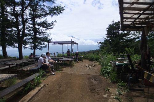 三つ峠山荘から富士山