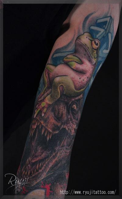 tattoo タトゥー 刺青 リアリスティック カエル 恐竜