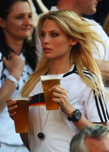 Hot-Euro-2012-fans-16.jpg