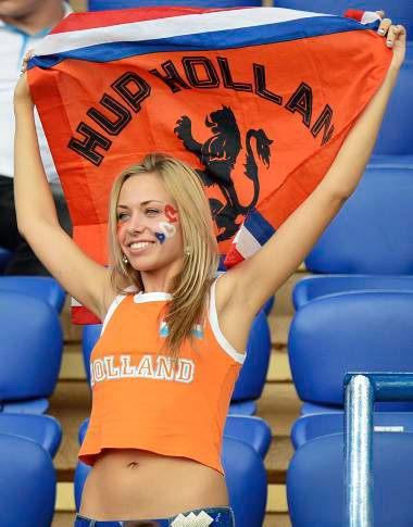 Hot-Euro-2012-fans-2.jpg