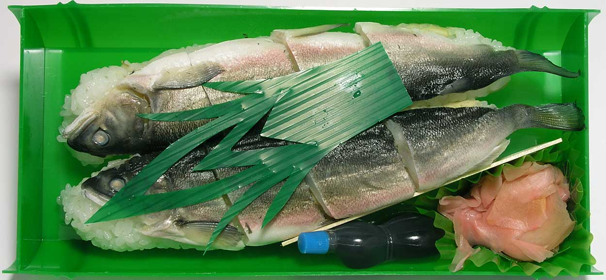 3、(本物)鮎寿司ekibenhitoyosi02c[1]