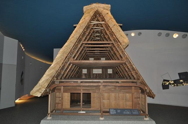 合掌造り家屋 断面模型