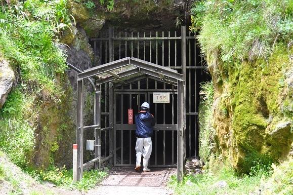 WHAT IS JAPAN   - 日本再発見の旅 --大久保間歩 入口