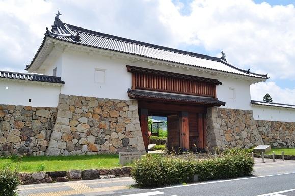 WHAT IS JAPAN   - 日本再発見の旅 --田辺城城門(田辺城資料館)