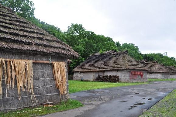 WHAT IS JAPAN   - 日本再発見の旅 --アイヌの伝統家屋