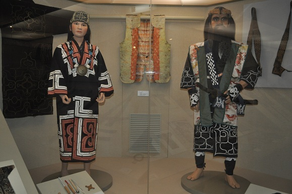 WHAT IS JAPAN   - 日本再発見の旅 --アイヌの衣装