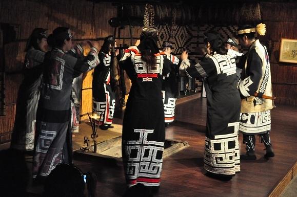 WHAT IS JAPAN   - 日本再発見の旅 --アイヌ古式舞踊