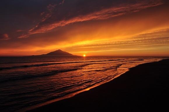 WHAT IS JAPAN   - 日本再発見の旅 --利尻島夕景