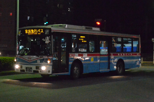 M8233