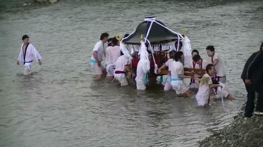 市川三郷御幸祭 川渡り2