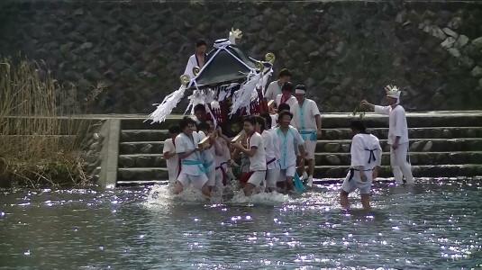 市川三郷御幸祭 復路 入水