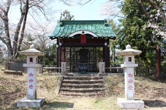 桜 勝山城跡 本丸 神社