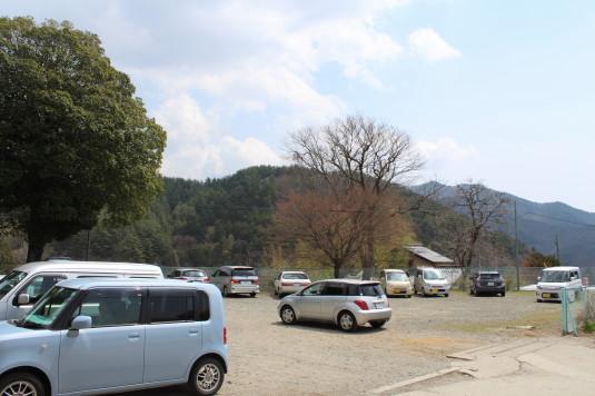 桜 三代校舎 駐車場2