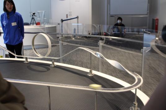 リニア見学センター 2階 超電導 動く