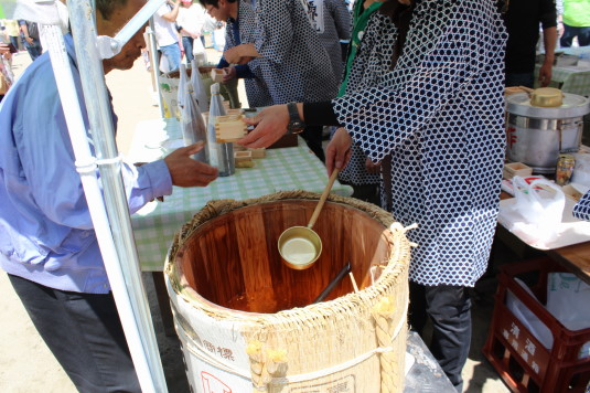 多摩源流祭り 昼の部 樽酒