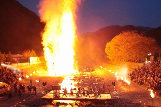 多摩源流祭り 夜の部 外観