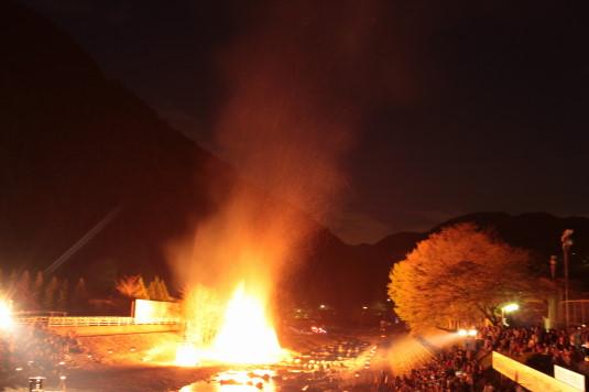 多摩源流祭り 夜の部 下火