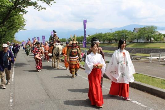 小笠原流流鏑馬 富士山と行列