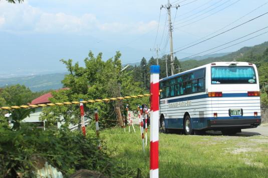 花子とアン 実家 駐車場 バス